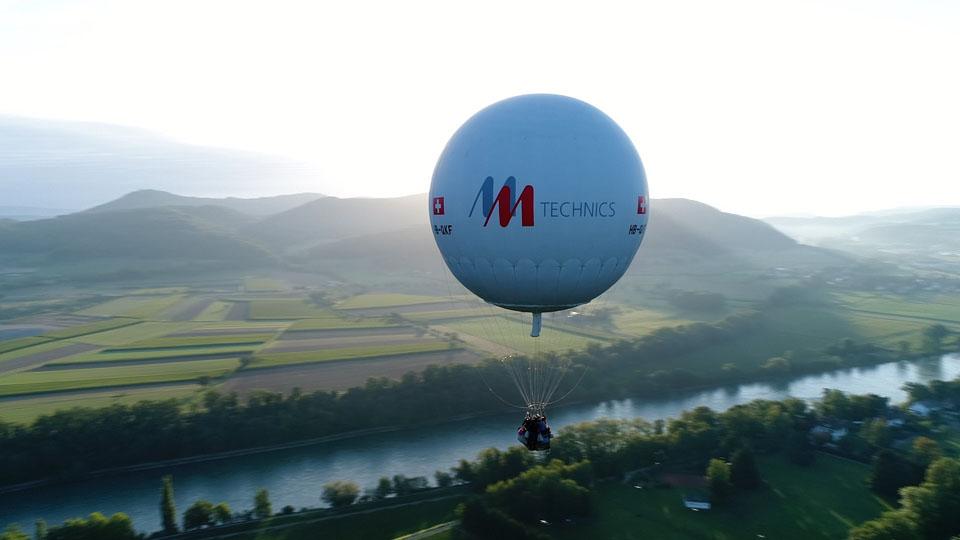 Drohnenflug um Gasballon